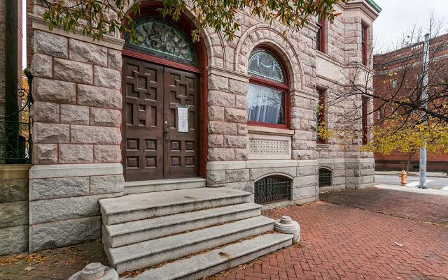 Encore-Sustainable-Architects-Hawley-Hutzler-Entrance